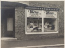Historische Außenansicht des Geschäftes Augenoptik Meier